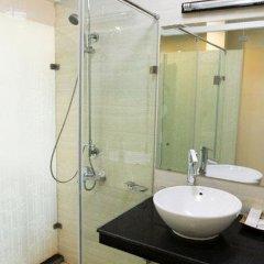 Отель Royal Palace Hotel Вьетнам, Ханой - 1 отзыв об отеле, цены и фото номеров - забронировать отель Royal Palace Hotel онлайн ванная