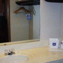 Отель Knights Inn Columbus East Колумбус ванная
