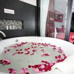 Отель Absolute Bangla Suites сейф в номере