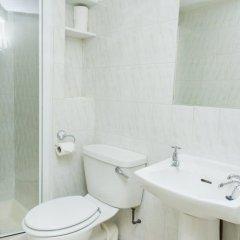Отель Avonmore Hotel Великобритания, Лондон - 1 отзыв об отеле, цены и фото номеров - забронировать отель Avonmore Hotel онлайн ванная фото 2
