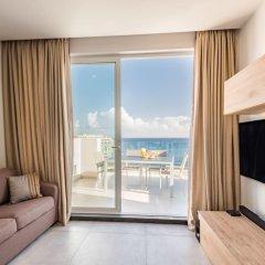 Отель Saint Julian's - Spinola Bay Apartment Мальта, Сан Джулианс - отзывы, цены и фото номеров - забронировать отель Saint Julian's - Spinola Bay Apartment онлайн комната для гостей