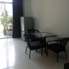 Отель But Different Phuket Guesthouse удобства в номере