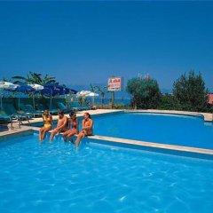 Atan Park Hotel бассейн