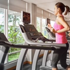 Отель PARKROYAL Serviced Suites Kuala Lumpur Малайзия, Куала-Лумпур - 1 отзыв об отеле, цены и фото номеров - забронировать отель PARKROYAL Serviced Suites Kuala Lumpur онлайн фитнесс-зал фото 3