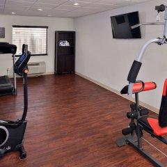 Отель Comfort Suites East фитнесс-зал