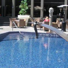 Отель Arts Канада, Калгари - отзывы, цены и фото номеров - забронировать отель Arts онлайн бассейн фото 3