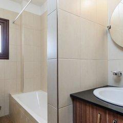 Отель Fig Tree Bay Villa 10 Кипр, Протарас - отзывы, цены и фото номеров - забронировать отель Fig Tree Bay Villa 10 онлайн ванная