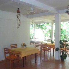 Отель C-Lanka Family Guesthouse питание