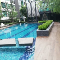 Отель Niche Mono Sukhumvit 50 By Ariva Бангкок бассейн