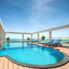 Отель Corvin Hotel Вьетнам, Вунгтау - отзывы, цены и фото номеров - забронировать отель Corvin Hotel онлайн бассейн