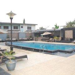 Owu Crown Hotel бассейн