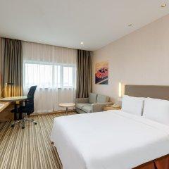 Отель Holiday Inn Express Shanghai New Hongqiao комната для гостей