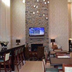 Отель Holiday Inn Express & Suites Geneva Finger Lakes интерьер отеля