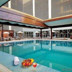 Radisson Blu Hotel, Riyadh бассейн