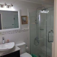 Отель New Kingston Apt at Kensington Court ванная