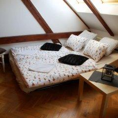 Апартаменты Generous Attic Apartment комната для гостей