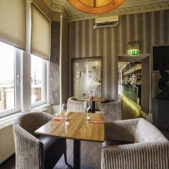 Redstones Hotel гостиничный бар