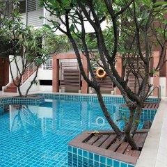 Отель FuramaXclusive Sathorn, Bangkok Бангкок бассейн