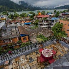 Отель Tulsi Непал, Покхара - отзывы, цены и фото номеров - забронировать отель Tulsi онлайн балкон