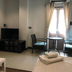 Отель Ratchadamnoen Residence Бангкок комната для гостей фото 5