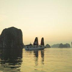 Отель Legend Halong Private Cruise бассейн