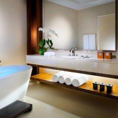 Отель JW Marriott Marquis Dubai ванная фото 2