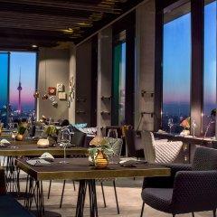 Отель Vienna House Andel´s Berlin Германия, Берлин - 8 отзывов об отеле, цены и фото номеров - забронировать отель Vienna House Andel´s Berlin онлайн питание фото 3