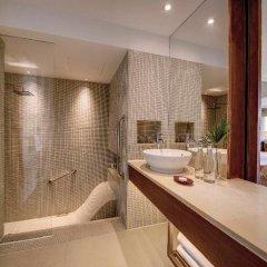 Отель Outrigger Laguna Phuket Beach Resort 5* Стандартный номер с различными типами кроватей фото 4