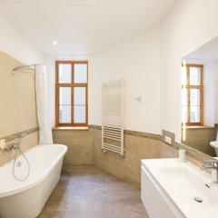 Отель Riga Lux Apartments - Skolas Латвия, Рига - 1 отзыв об отеле, цены и фото номеров - забронировать отель Riga Lux Apartments - Skolas онлайн ванная фото 2