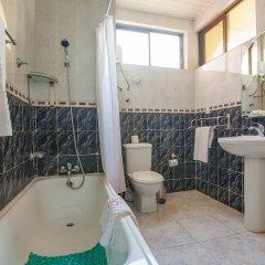 Отель Kesdem Hotel Гана, Тема - отзывы, цены и фото номеров - забронировать отель Kesdem Hotel онлайн ванная фото 2