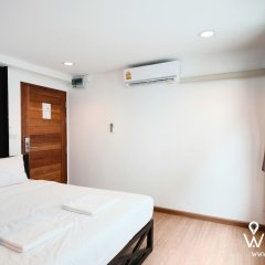 Wayha Hostel Don Mueang Airport сейф в номере