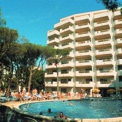 Отель Aparthotel Almonsa Platja Испания, Салоу - 6 отзывов об отеле, цены и фото номеров - забронировать отель Aparthotel Almonsa Platja онлайн бассейн фото 2