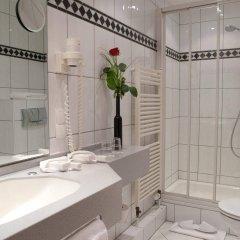 Favored Hotel Plaza ванная фото 2