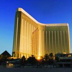 Отель Mandalay Bay Resort And Casino вид на фасад