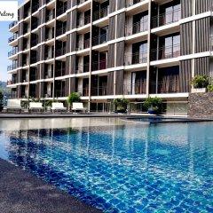 New Square Patong Hotel бассейн