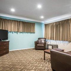 Отель Rodeway Inn & Suites LAX комната для гостей фото 5