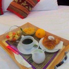 Отель Thana Patong Guesthouse в номере