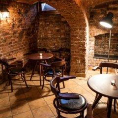 Отель Five Stars Luxury Hostel Польша, Вроцлав - отзывы, цены и фото номеров - забронировать отель Five Stars Luxury Hostel онлайн гостиничный бар