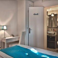 Отель B Square Париж сейф в номере