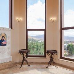 Отель Grand Resort Jermuk Армения, Джермук - 2 отзыва об отеле, цены и фото номеров - забронировать отель Grand Resort Jermuk онлайн бассейн
