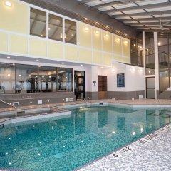 Отель Sandman Hotel Calgary City Centre Канада, Калгари - отзывы, цены и фото номеров - забронировать отель Sandman Hotel Calgary City Centre онлайн бассейн фото 2