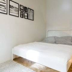 Апартаменты Chic Tarragon Apartments комната для гостей