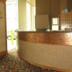 Отель Tropicana Suite Hotel Канада, Ванкувер - отзывы, цены и фото номеров - забронировать отель Tropicana Suite Hotel онлайн интерьер отеля