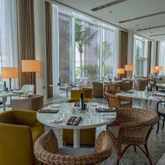 Отель The Oberoi Beach Resort Al Zorah ОАЭ, Аджман - 1 отзыв об отеле, цены и фото номеров - забронировать отель The Oberoi Beach Resort Al Zorah онлайн гостиничный бар