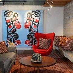 Отель Skwachàys Lodge Канада, Ванкувер - отзывы, цены и фото номеров - забронировать отель Skwachàys Lodge онлайн интерьер отеля