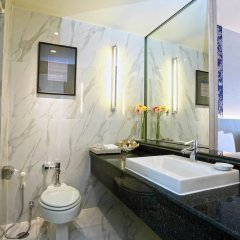 Отель The Royal Paradise Hotel & Spa Таиланд, Пхукет - 4 отзыва об отеле, цены и фото номеров - забронировать отель The Royal Paradise Hotel & Spa онлайн ванная