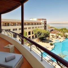Отель Dead Sea Marriott Resort & Spa Иордания, Сваймех - отзывы, цены и фото номеров - забронировать отель Dead Sea Marriott Resort & Spa онлайн балкон