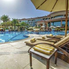Al Raha Beach Hotel Villas бассейн