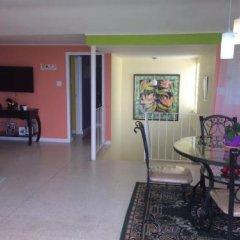 Отель CsompÓ Bed And Breakfast Ямайка, Очо-Риос - отзывы, цены и фото номеров - забронировать отель CsompÓ Bed And Breakfast онлайн комната для гостей