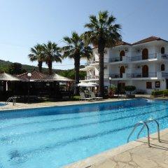 Отель Irida бассейн